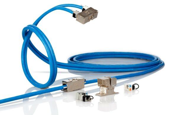 Kabelverbinder mit blauen Kabel